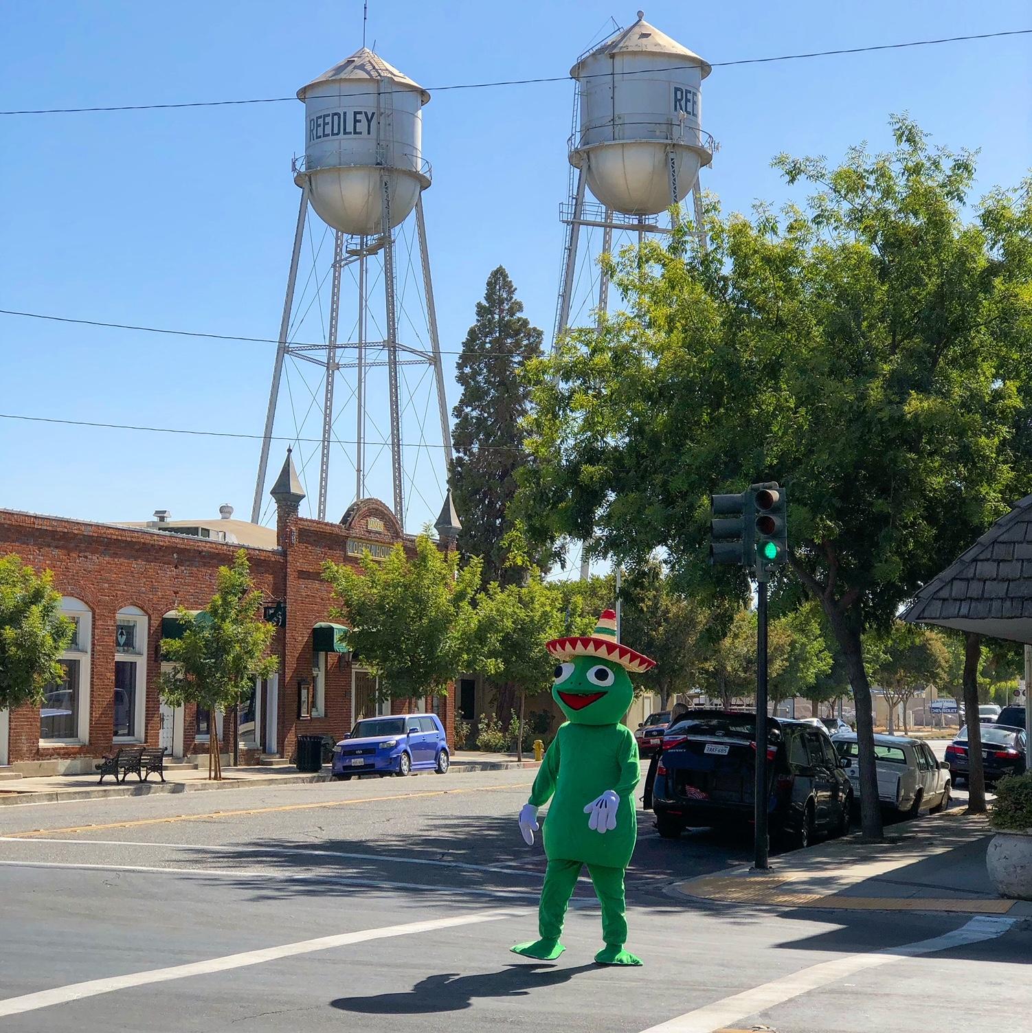 Reedley Christmas Parade 2019 Reedley Fiesta Gets a New Mascot: A Frog Named Ribberto   Kings
